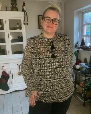 Sød transparent bluse fra DNY