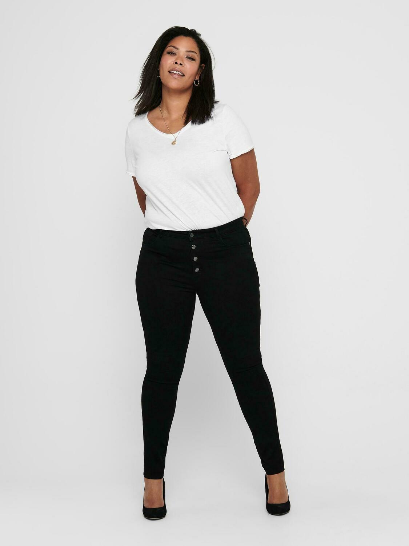 Sort jeans med høj talje og knaplukning fra Carmakoma.