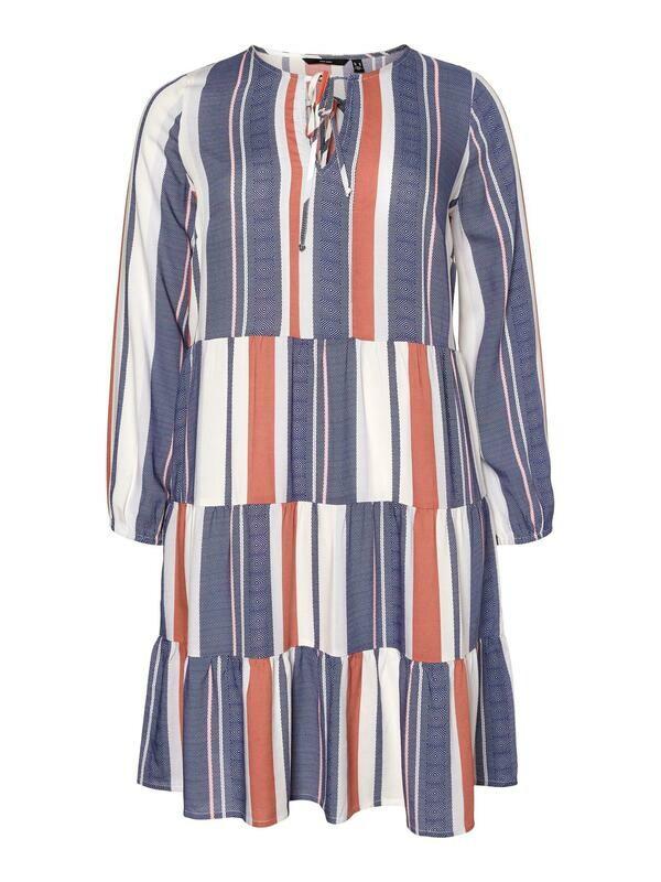 Sød stribet kjole fra Vero Moda Curve