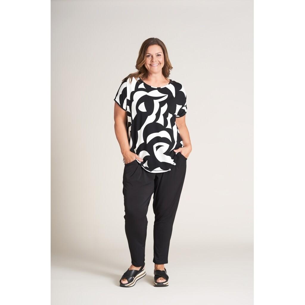 Fed t-shirt med grafisk mønster fra Gozzip!