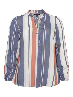 Stribet bluse fra Vero Moda Curve!