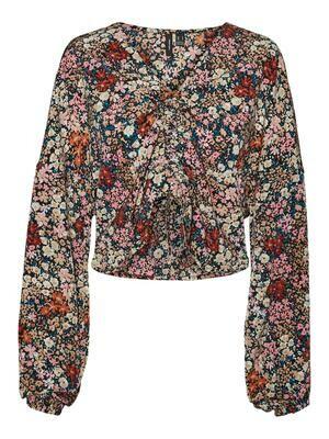 Sød bluse fra Vero Moda Curve!