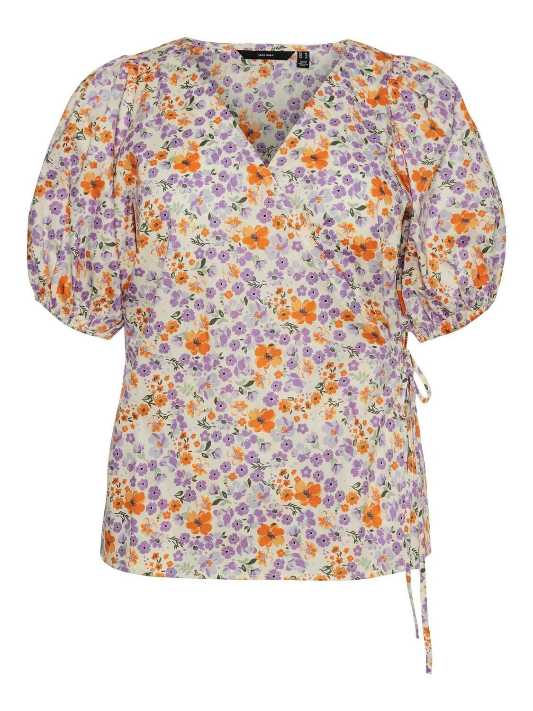 Sød blomstret bluse fra Vero Moda Curve