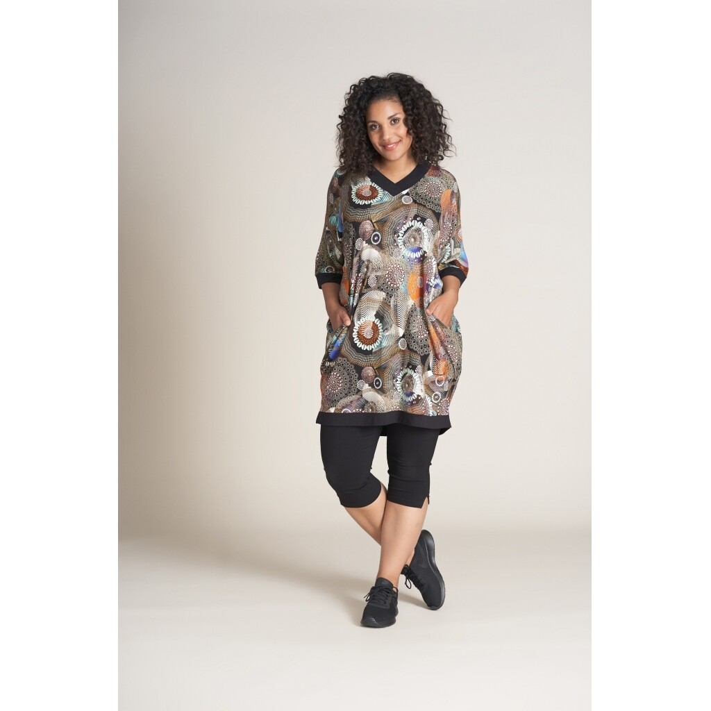 Oversized tunika med fedt print fra Studio