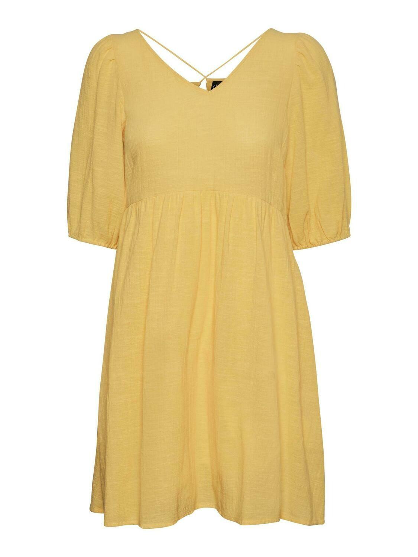 Fin kjole med ryg-detalje fra Vero Moda Curve