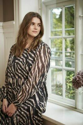 Transparent zebra kjole fra Kaffe Curve