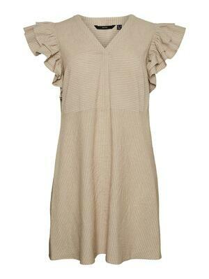 Sødeste kjole med flæs fra Vero Moda Curve