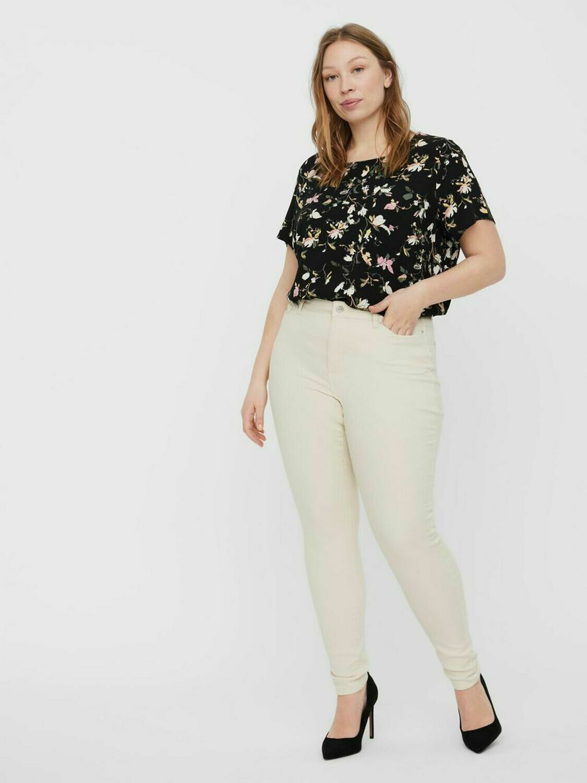 Råhvide denim jeans fra Vero Moda Curve