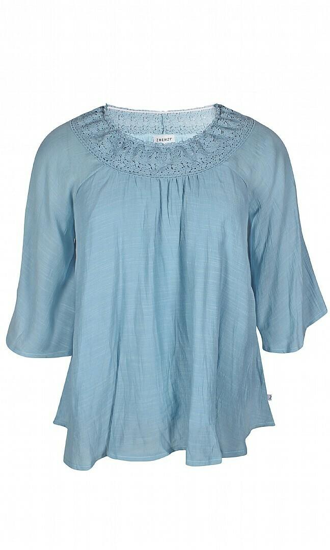 Sød bluse med flot blondekant fra Zhenzi