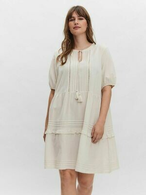 Flot kjole fra Vero Moda Curve!