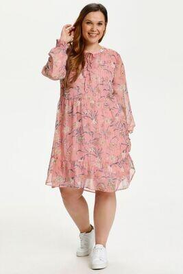 Smuk og luftig kjole fra Kaffe Curve