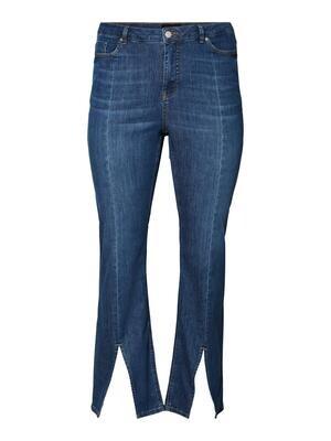 Cool jeans med slids fra Vero Moda Curve