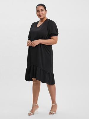 Fin kjole fra Vero Moda Curve