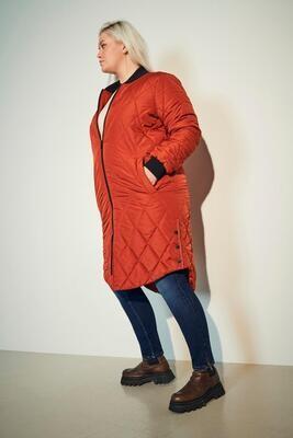 Lang quiltet jakke fra Carmakoma