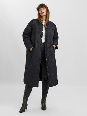 Lang quiltet frakke fra Vero Moda Curve!
