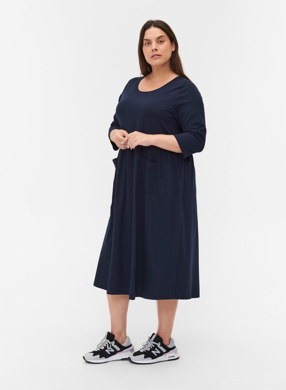 Enkel og lækker kjole med lommer fra Zizzi
