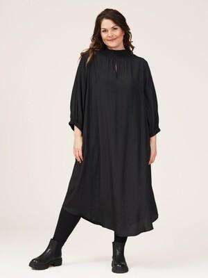 Oversize kjole fra Gozzip