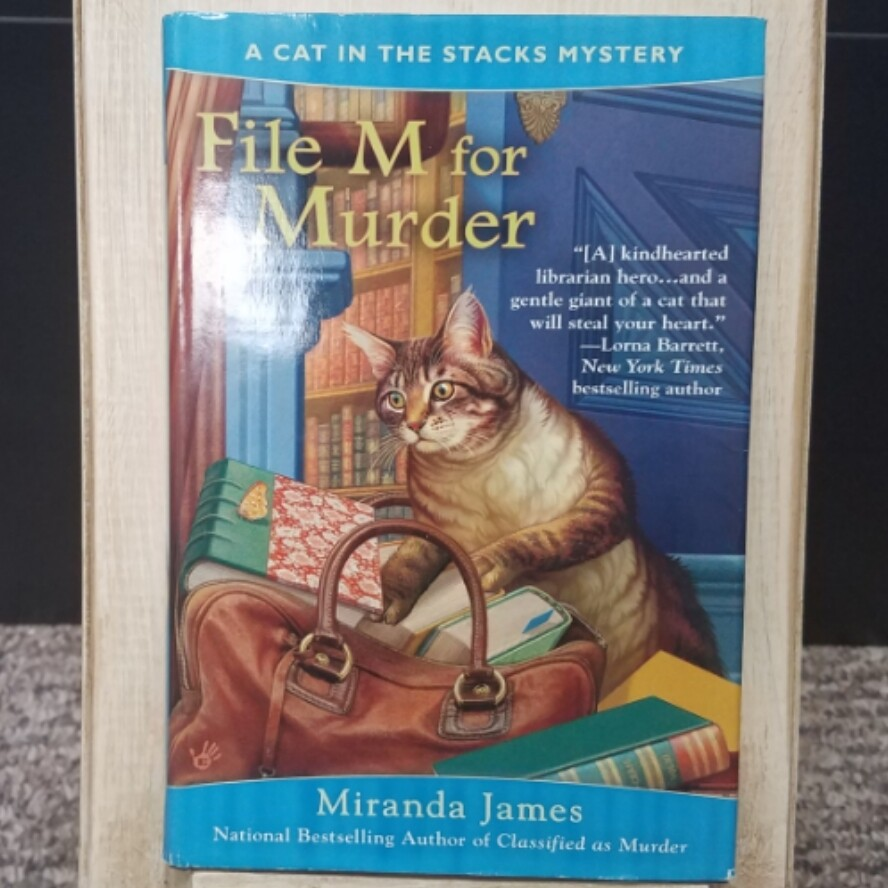 File M for Murder: A Cat in the Stacks Mystery by Miranda James