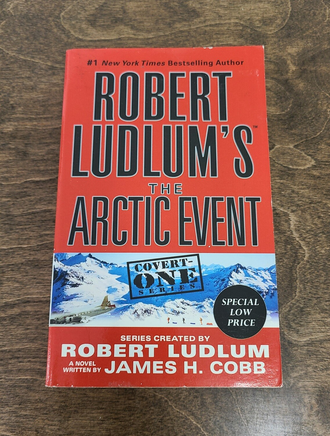 Robert Ludlum's The Arctic Event by Robert Ludlum and James H. Cobb