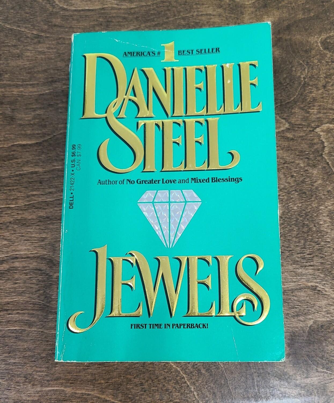 Jewels by Danielle Steel - Paperback