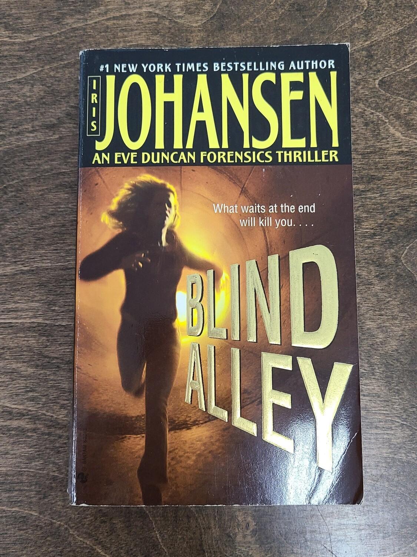 Blind Alley by Iris Johansen - Paperback