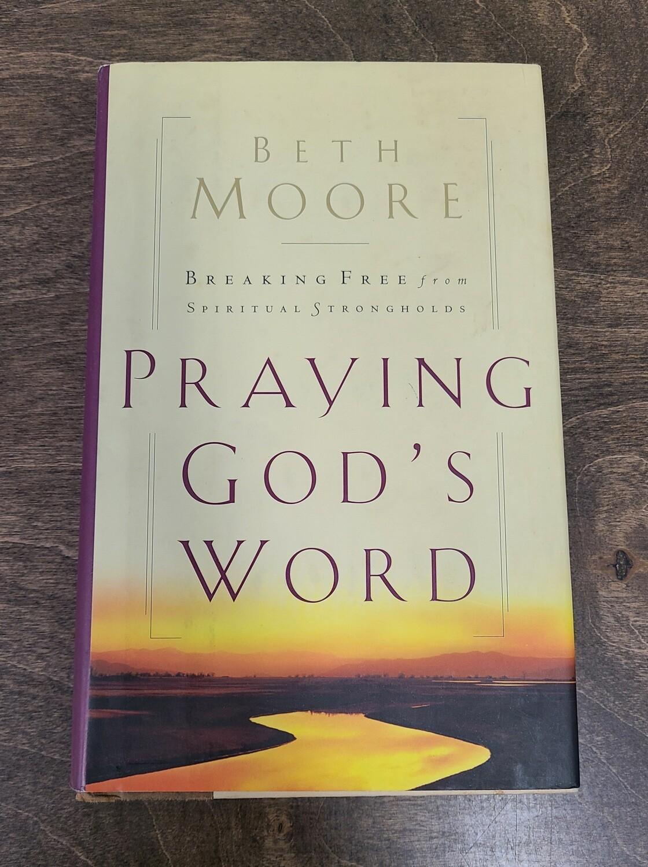 Praying God's Word by Beth Moore - Hardback