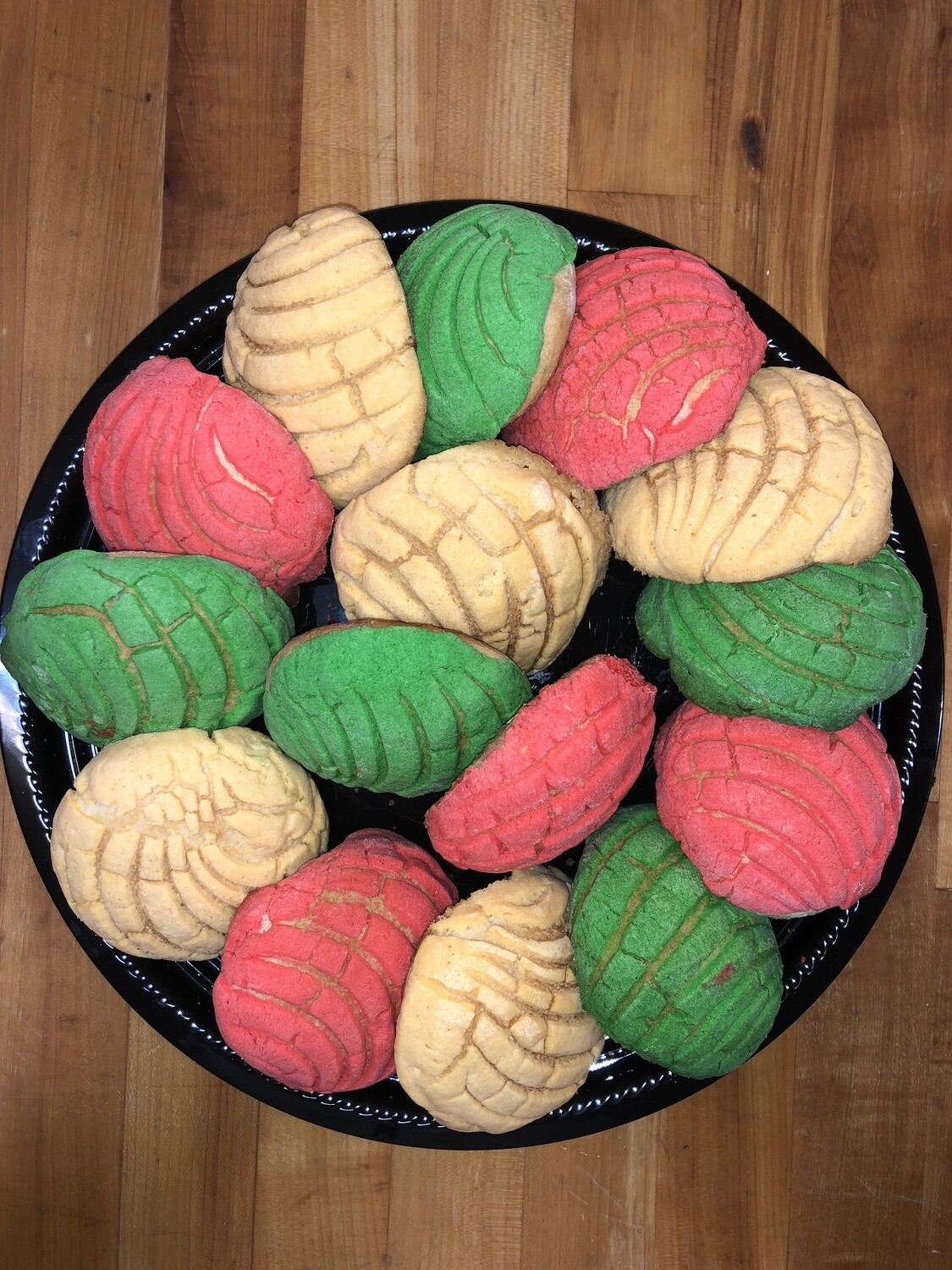 15 Count - Holiday Mini Conchas Platter
