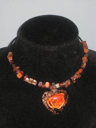 5 colors - Rose Capsulated in Murano Heart Pendant Chokers / 5 couleurs-  Rose dans pendentif en forme de coeur Murano