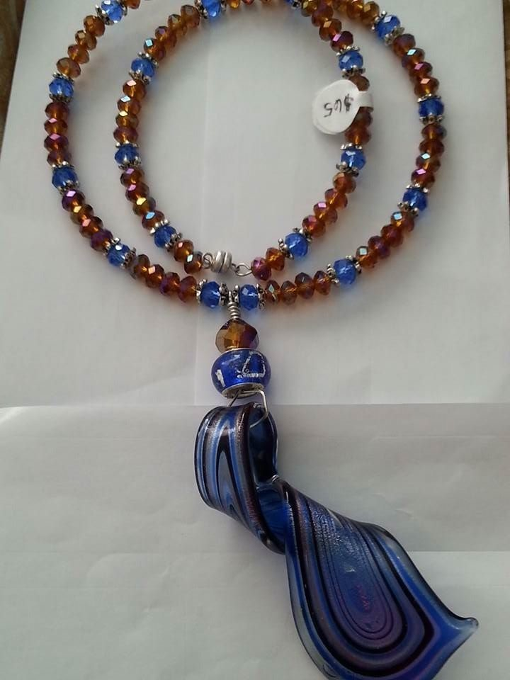 ELECTRIC BLUE TOFFEE CHOKER/ COLLIER DE CARAMEL BLEU ELECTRIQUE