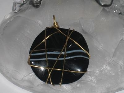 Round Black Agate Stone pendants/ Pendentifs d'Agte Noir Ronde