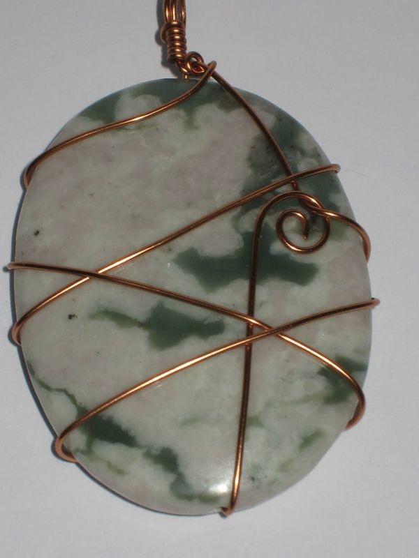 2 Moss jasper stone wrapped pendants/ 2 Pendentifs de Moss jaspe enveloppé
