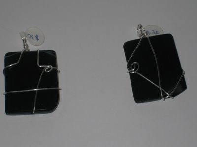 2 types- Black square pendants/ Pendentifs de carré noir - 2 types
