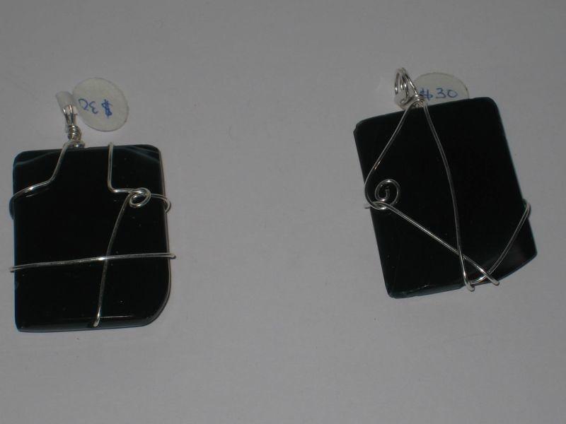 2 types- Black square pendants/ Pendentifs de carré noir - 2 types