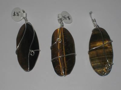 2 Tigereye gemstone wrapped pendents/ 2 Pendentifs de l'œil de tigre avec fil
