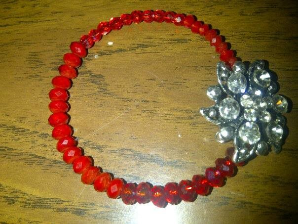RED RING OF FLOWER/ FLEUR ENCERCLE DE ROUGE BRACELET