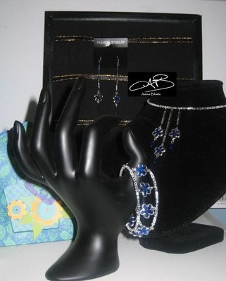 BLOOMS IN BLUE SET/ PARURE FLEURI EN BLEU