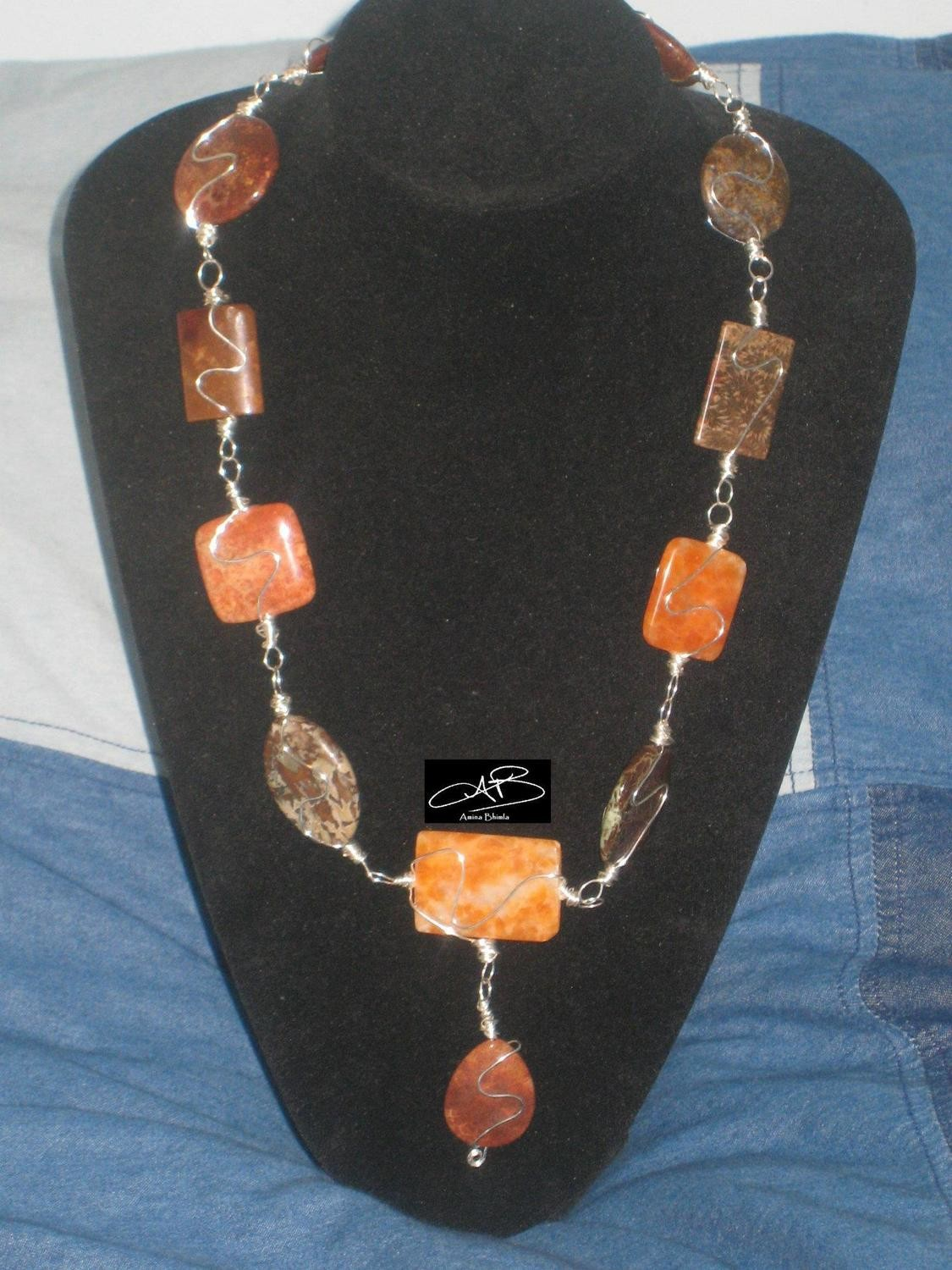 WIRED STONE NECKLACE/Collier de pierres filaires