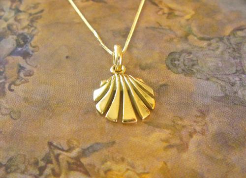 Scallop shell necklace / concha de vieira ~ 18ct gold