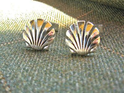 Scallop shell cufflinks ~ open, silver