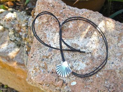 Compostela scallop shell necklace