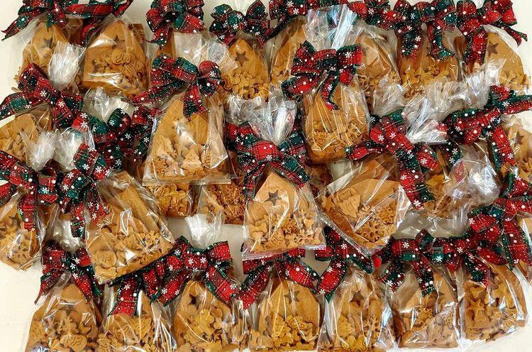 Dog Gingerbread House Kit