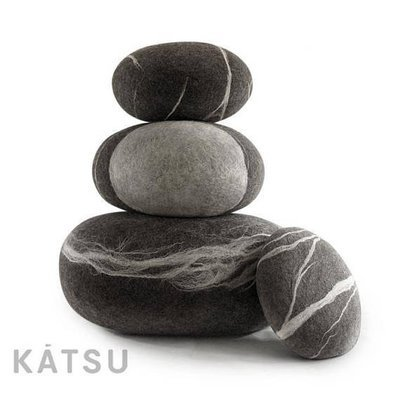 Cushions and pouf set. Four stones.