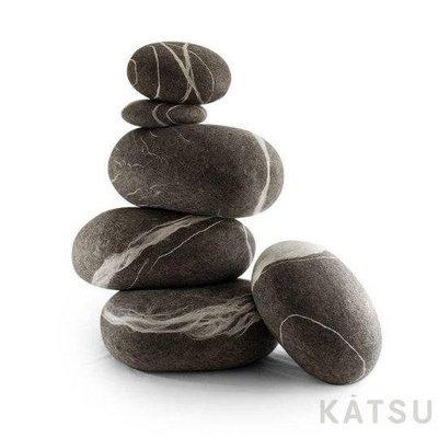 Cushions and pouf set. Six stones.