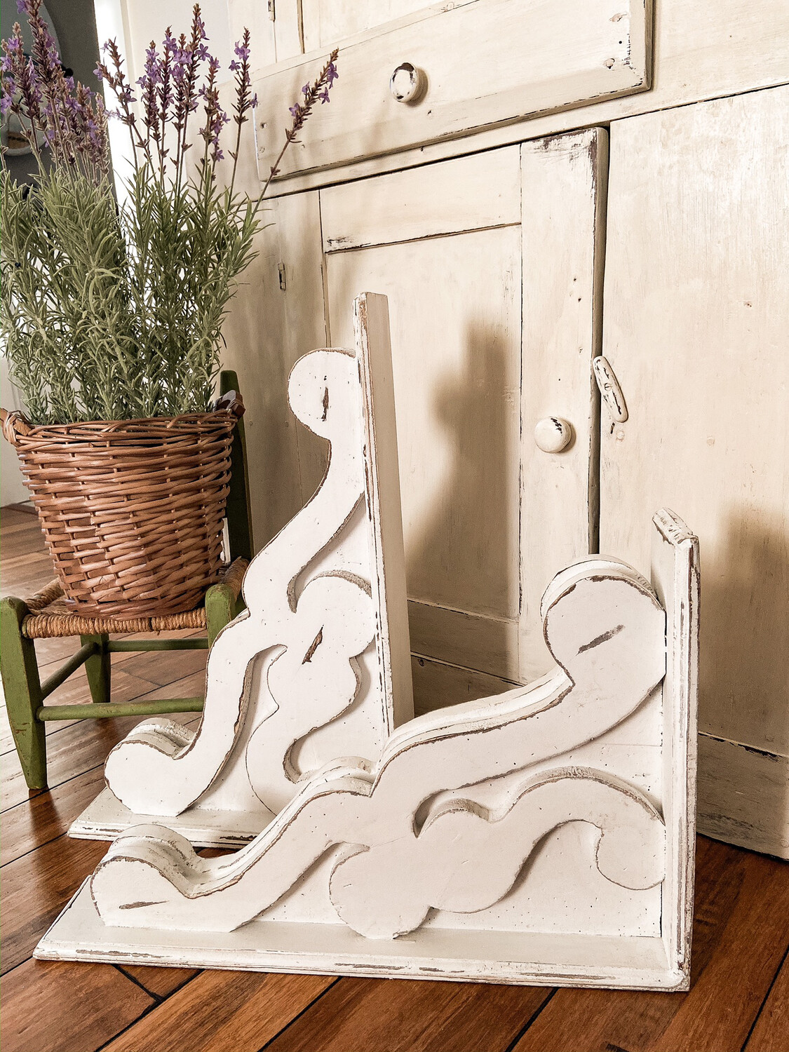 Large Chippy White Corbel FREE SHIPPING