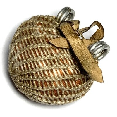 Bia Gae Hum Jiworn Thak Chueak Mad Mont Bailan Jivara Robe Wrapped Cowrie Shell with Parchment Spell Luang Phu Rian Wat Bang Rahoeng