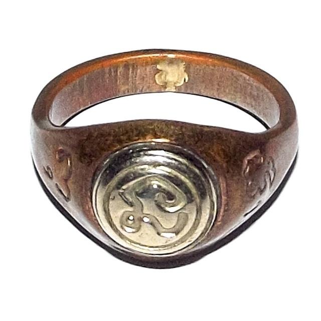 Hwaen Hua Na Bad Dtalord Magic Ring With Sacred Na Spell Insert Nuea Tong Daeng Hua Albaca - Luang Por Phaew - Wat Tanode Luang