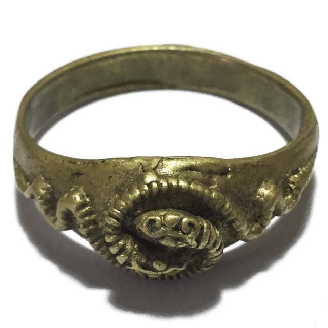 Hwaen Ngu Giaw Sap Entwined Snakes Magic Ring of Protection Wealth and Treasure Circa 2460 BE - Luang Por Im - Wat Hua Khao