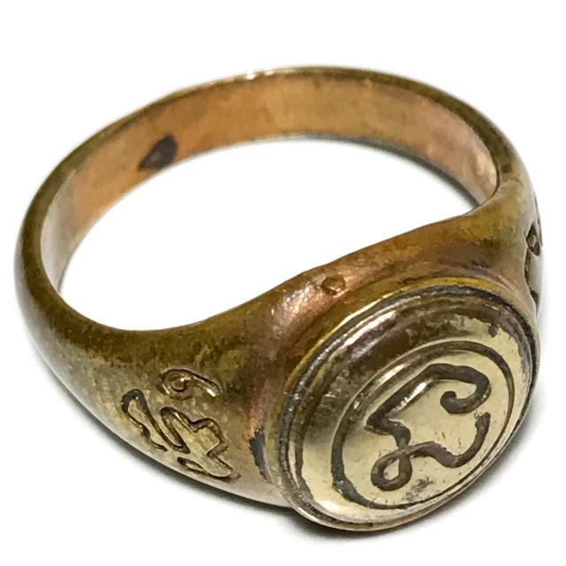 Hwaen Na Bad Dtalord Nuea Tong Daeng Hua Albaca Magic Ring With Sacred Na Spell - Luang Por Phaew - Wat Tanode Luang