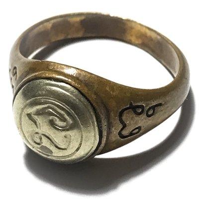 Hwaen Hua Na Bad Dtalord Yuk Dton Magic Ring With Sacred Na Spell Insert Nuea Tong Daeng Hua Albaca - Luang Por Phaew - Wat Tanode Luang