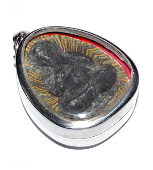 Pra Pid Ta (Plod Nee) Pim Jumbo Sai Rung - Rainbow Powders amulet with Bai Lan Powder image - Luang Por Pae Wat Pikul Tong
